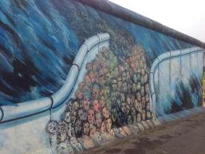 Рисунки на остатках берлинской стены