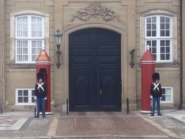 Охрана королевского дворца в Копенгагене