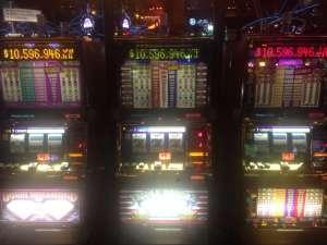 Игральный автомат в Казино MGM с Джекпотом больше 10 млн usd.