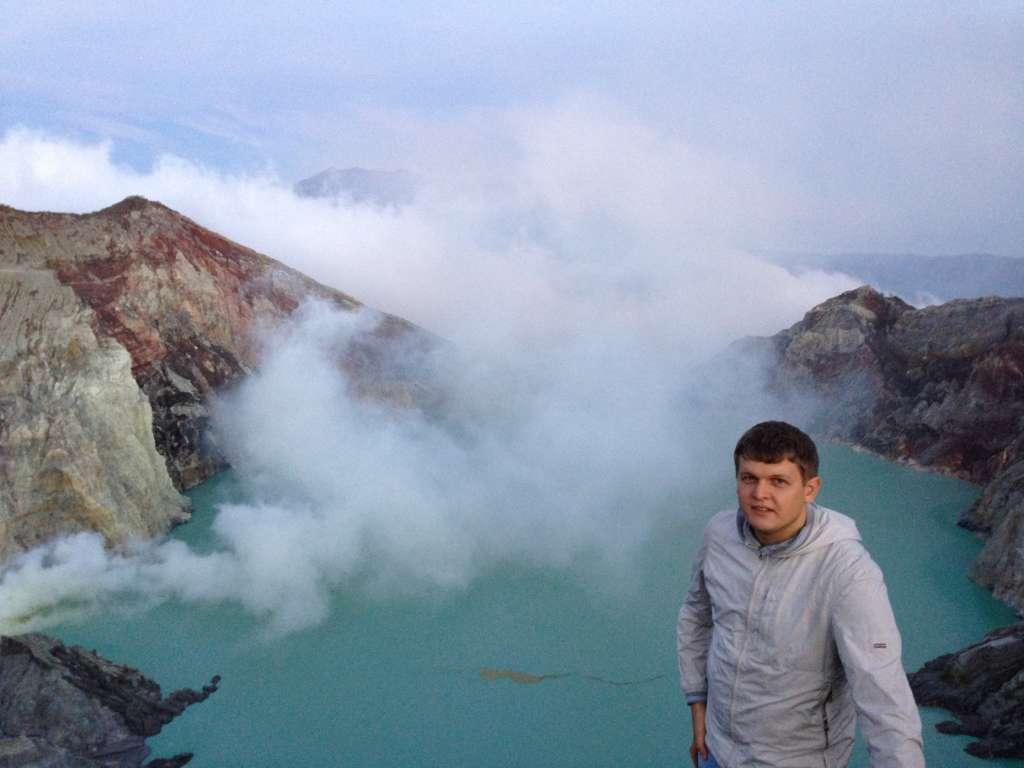 Индонезия, озеро серной кислоты.
