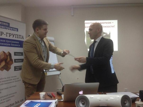Получаю сертификат об успешном прохождении курса по систематизации бизнеса.