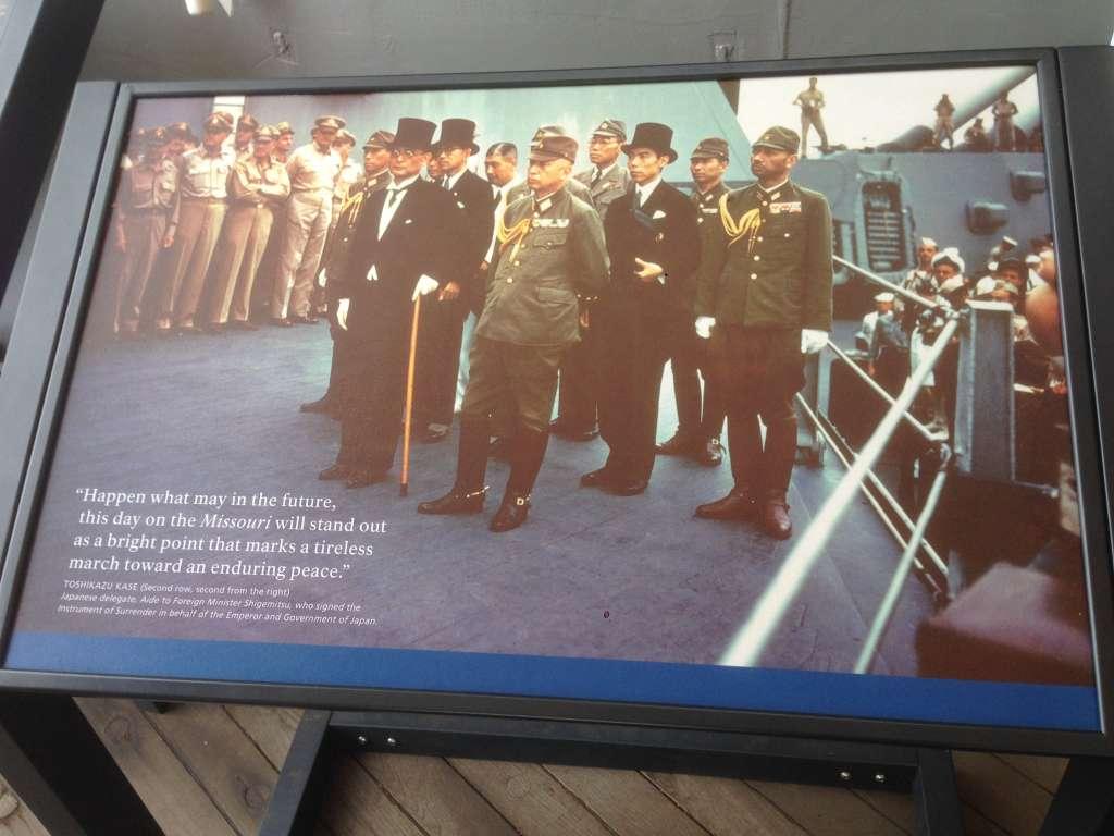 Фото подписания акта капитуляции Японии во второй мировой войне.