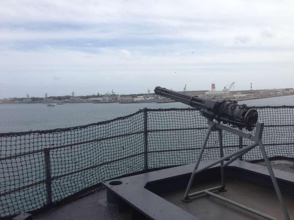 Многоствольный крупнокалиберный пулемет на борту  USS Missouri.