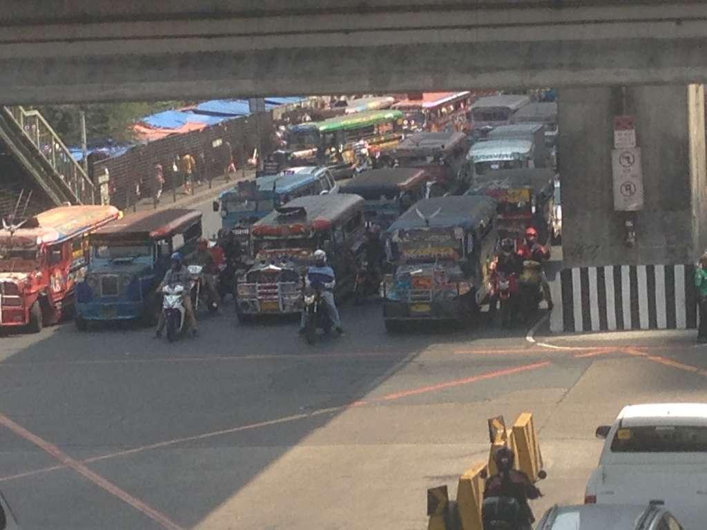 Трафик Манилы.