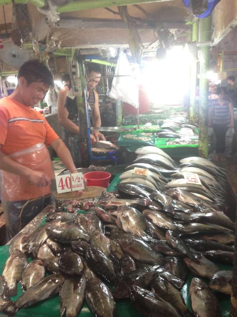 Рыбный рынок в районе Кубао.