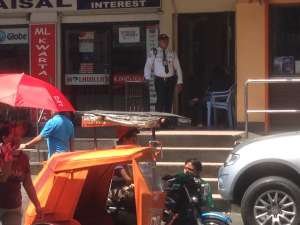 Вооруженная охрана простого магазина.