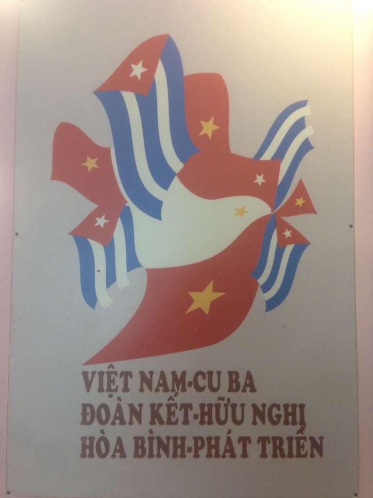 Пропагандистские плакаты типа поддержки Вьетнама в войне всем миром :)
