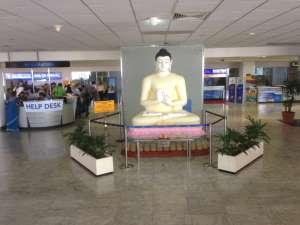 По прилету встречает сам Будда!