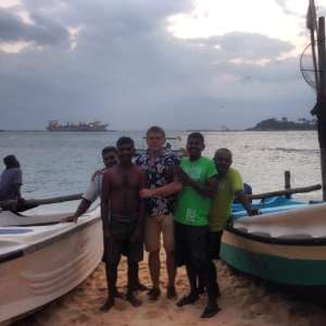 С местными рыбаками.