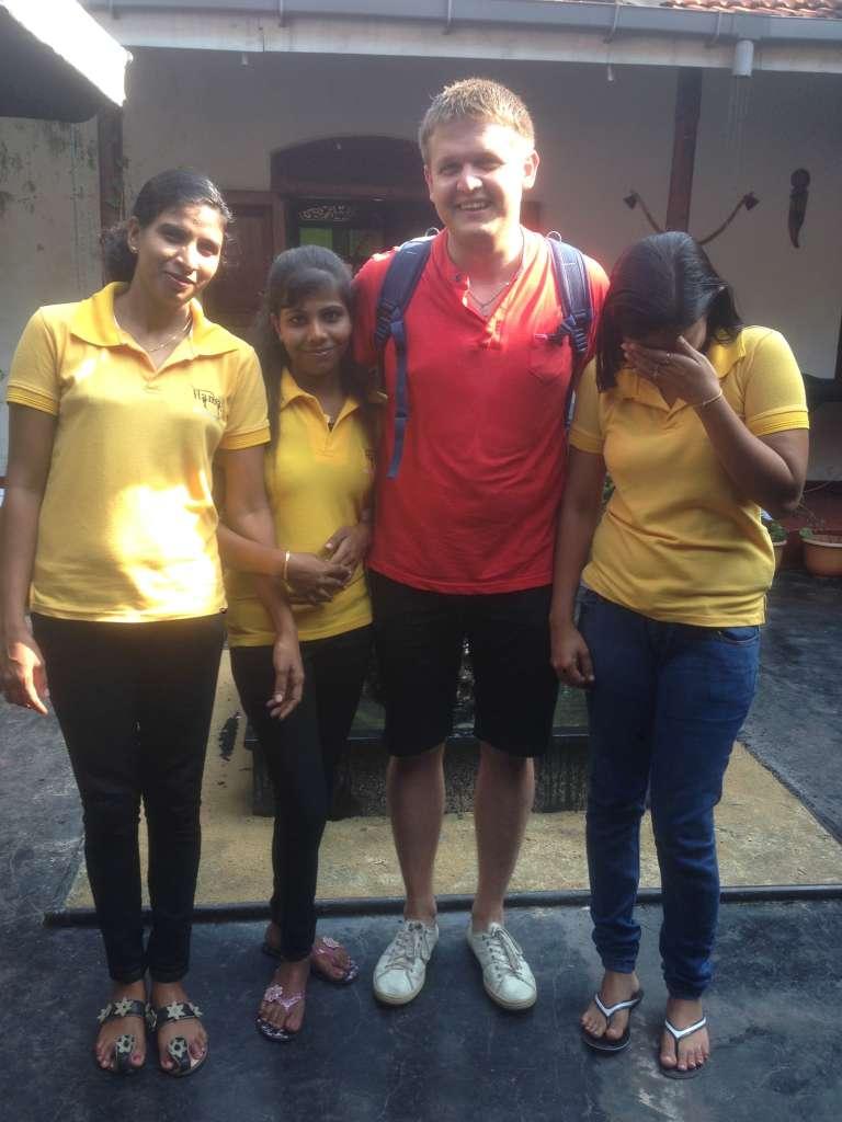 Шри-Ланкийские девченки.