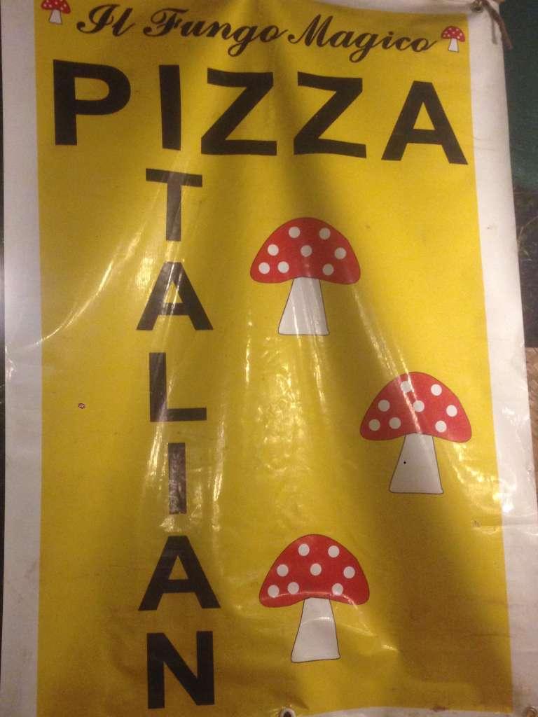Пицца с мухоморами.