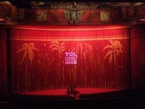В этом зале проходит показ фильмов, номминтов на Оскар перед киноэкспертами.